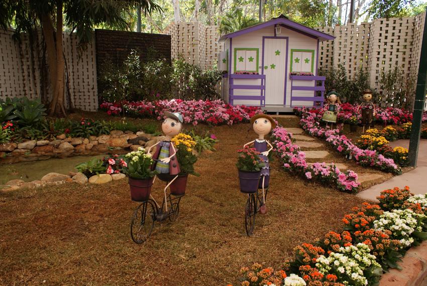 ideias para decorar meu jardim : ideias para decorar meu jardim: Jardim,Com Estas 2 Figurinhas de Bicicleta,Decorando Este Jardim de